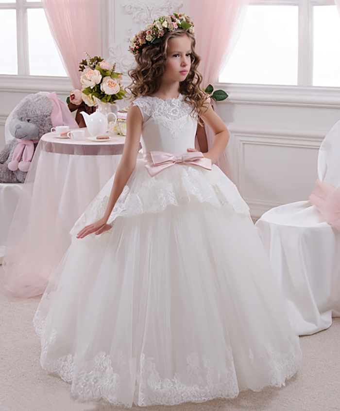 7fd80a970d5 35 Unbelievably Cute Flower Girl Dresses for a Spring Wedding ...
