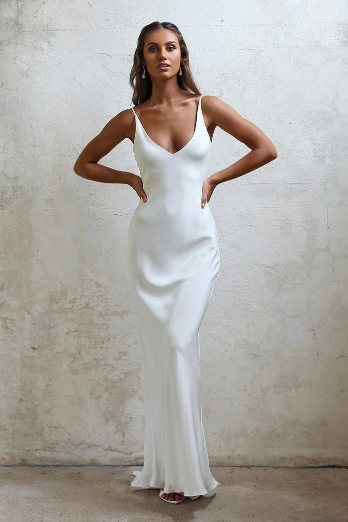 Simple and Classes Wedding Dresses