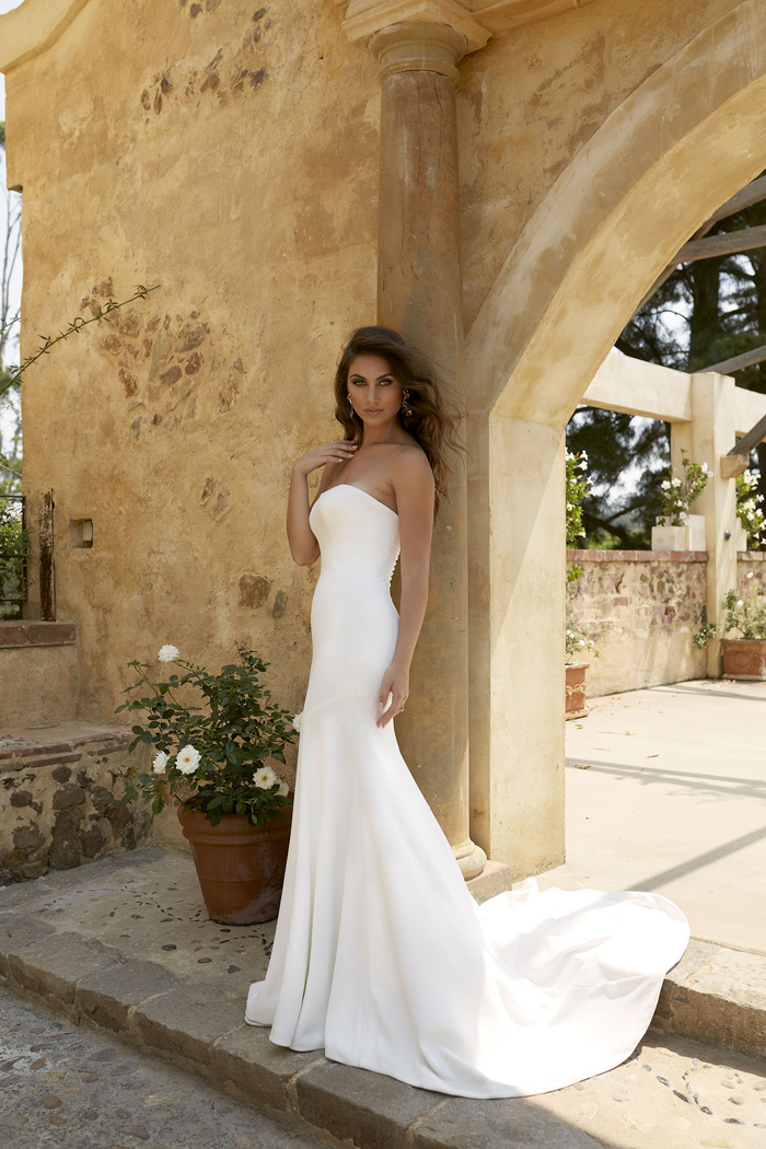 Stunningly Simple Wedding Dresses